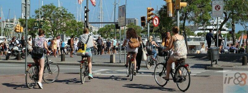 passeggiata o un tour in bici