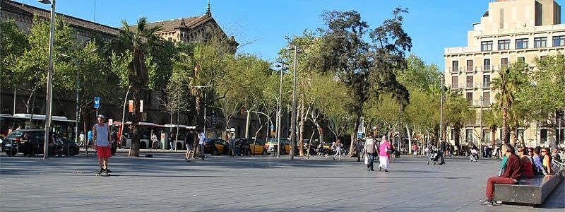 Piazza dell'Università di Barcellona (Plaça de l'Universitat)