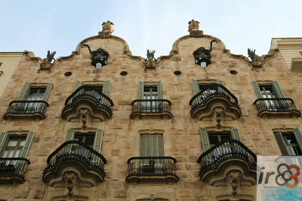 facciata Casa Calvet