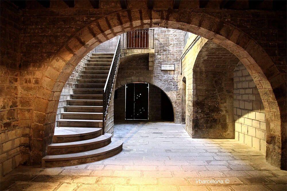 ingresso palazzo medievale