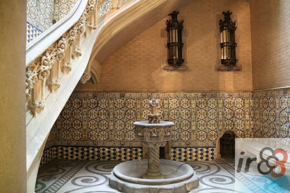 cortile e fontana Palau Baró de Quadras