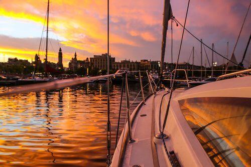 tramonto barca a vela Barcellona