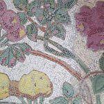 pavimento con mosaico floreale