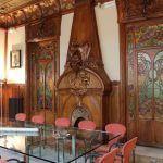 salone con camino di legno Casa Felip